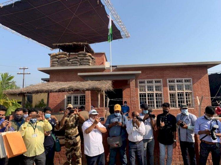 দ্রুত এগিয়ে চলছে 'বঙ্গবন্ধু' বায়োপিকের কাজ : মুম্বাইতে চিত্রায়ণ পরিদর্শনে তথ্যমন্ত্রী,
