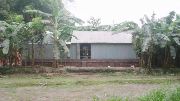 সাদুল্লাপুরে অবৈধভাবে ঘরবাড়ি স্থাপনে জমি দখলের চেষ্টা