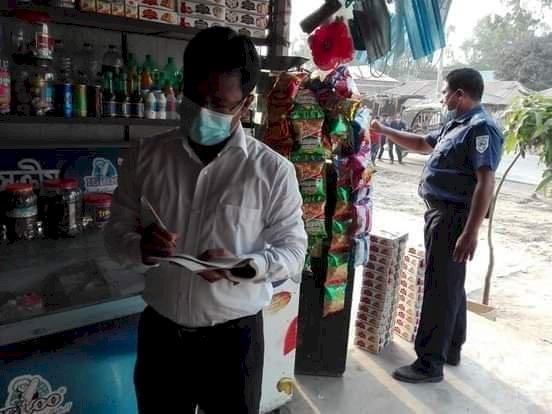 সর্বাত্মক লকডাউনের প্রথমদিন পলাশবাড়ীতে অভিযানে ৫ হাজার টাকা জরিমানা আদায়