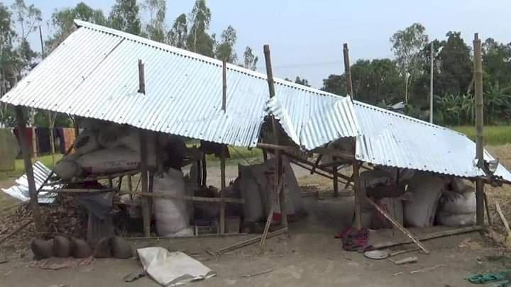 গাইবান্ধায় জমি নিয়ে দ্বন্দ্বে বাড়ি ঘর ভাংচুর-লুটপাট