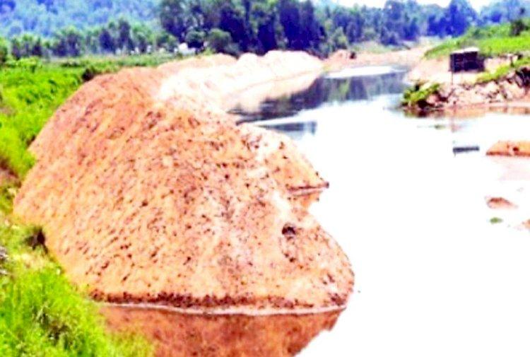 কক্সবাজারের বাঁকখালী নদী ড্রেজিংয়ের বালু নদীতে : ১৯ হাজার হেক্টর জমির চাষাবাদ অনিশ্চিত