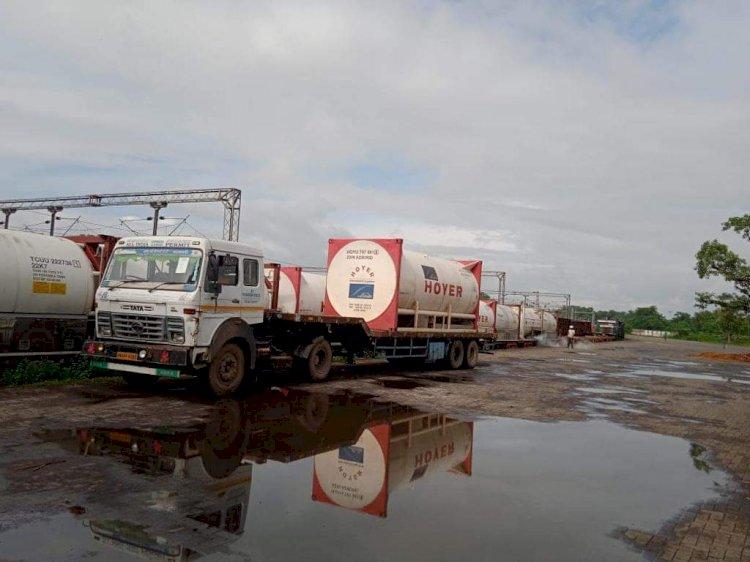 ভারত থেকে ১০ টি কন্টেইনারে রেলপথে আসছে ২০০ এমটি তরল অক্সিজেন