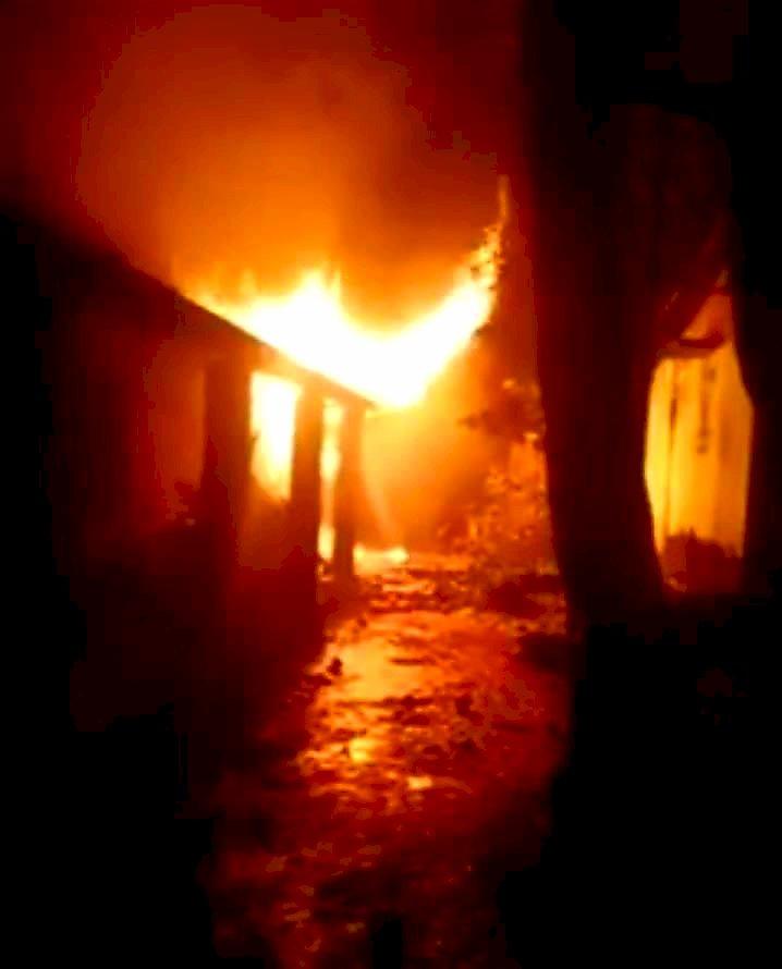 রাঙ্গুনিয়ায় গভীর রাতে আগুনে পুড়ে ছাই বসত ঘর, দগ্ধ বৃদ্ধ