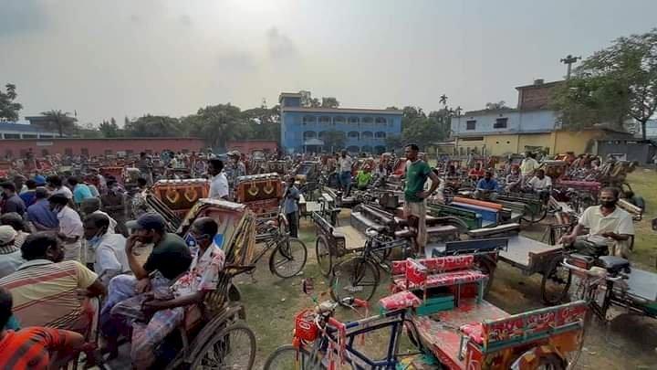 গোবিন্দগঞ্জে রিক্সা ভ্যান শ্রমিকদের মাঝে নগদ অর্থ বিতরণ